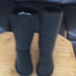 UGG Australia boots 5815 black suede tall sz9
